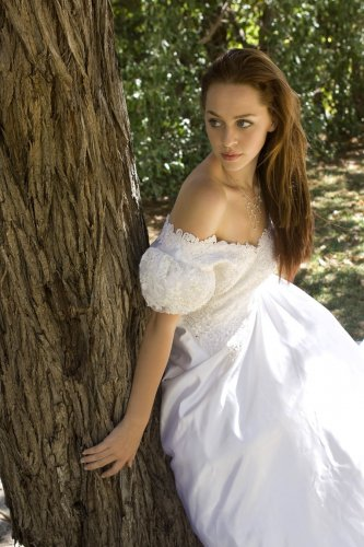 http://dreamworlds.ru/uploads/posts/2009-04/thumbs/1239800073_fairytale_princess_7_by_faestock.jpg