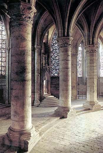 Но войдя в романский храм открываем