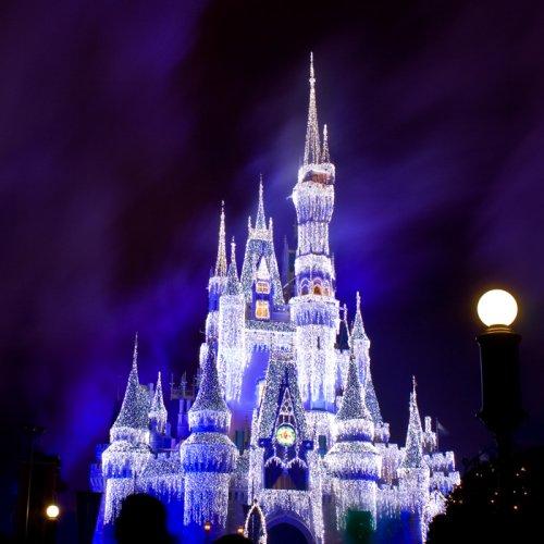 Плохо, что я не Снежная королева, а иначе бы я не отказалась пожить в ледяном замке.  Очень жалко, когда с приходом...