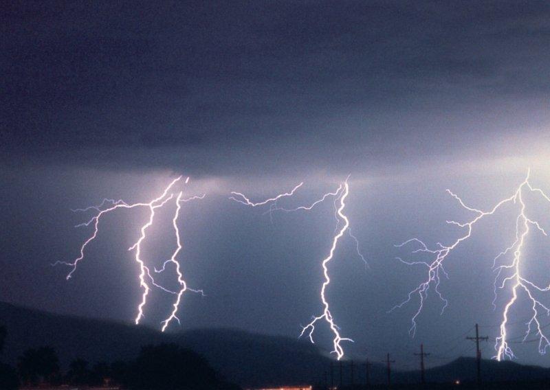 http://dreamworlds.ru/uploads/posts/2009-06/1245223550_lightning_432.jpg