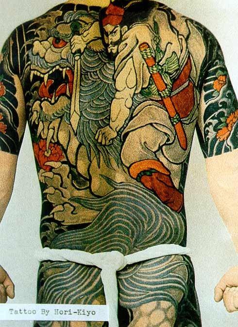 Характерные черты японской татуировки: - асимметрия в отличие от классической...
