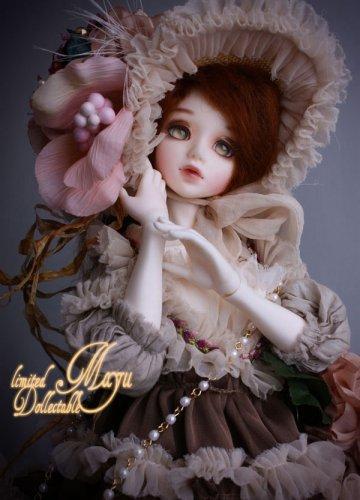 Что вы о них думаете?  Вот сейчас многие девочки предпочитают не просто кукол барби,а шарнирных кукол)...