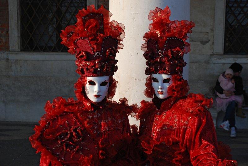 В 18 веке Венецианский карнавал начинался в октябре и длился полгода.
