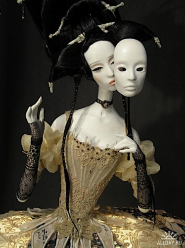 http://dreamworlds.ru/uploads/posts/2010-04/thumbs/1272300843_1252161151_fashion-moon_doll-lamp7.jpg