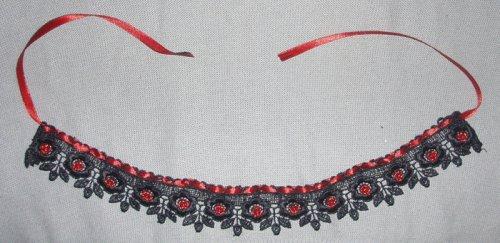 LamiA Материалы: черное кружево, красная атласная лента, красный бисер. украшения.