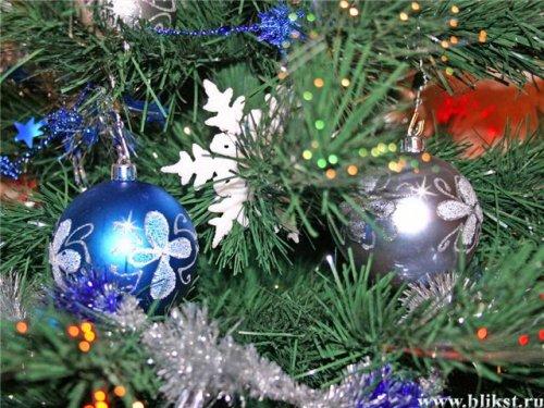"""...у кинотеатра  """"Тирасполь """" состоится открытие главной новогодней елки..."""