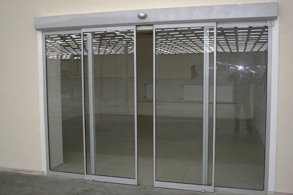 Такие нужные автоматические раздвижные двери.  600x401 www.stroika1.ru.