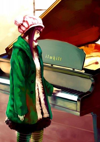 Девушка грустно наигрывает любимую мелодию на рояле. Девушки