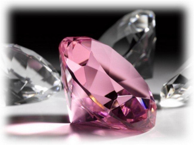 Розовый прозрачный камень фото